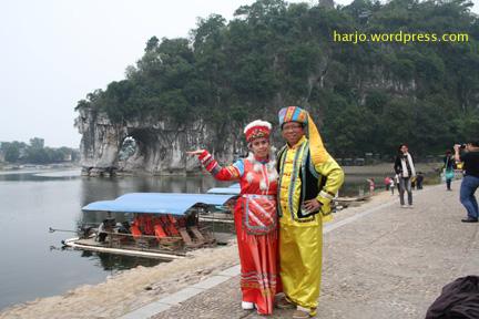 Berpakaian Khas China